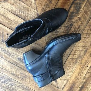 Sbicca black heeled booties. Size 8